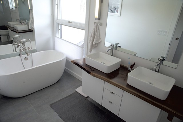 Master bath with hand-finished wood slab counter and a sculptural tub - MATTHEW THORSEN