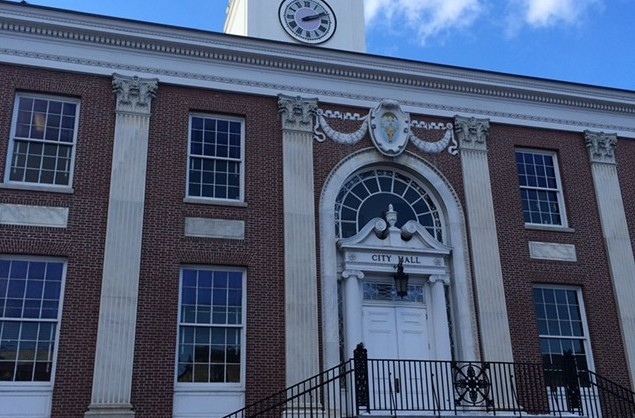 Burlington City Hall - FILE: ALICIA FREESE ©️ SEVEN DAYS
