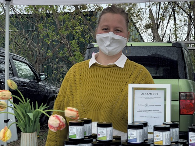 Rachael Keener of ALKAME CO at the Burlington Farmers Market - JORDAN BARRY ©️ SEVEN DAYS