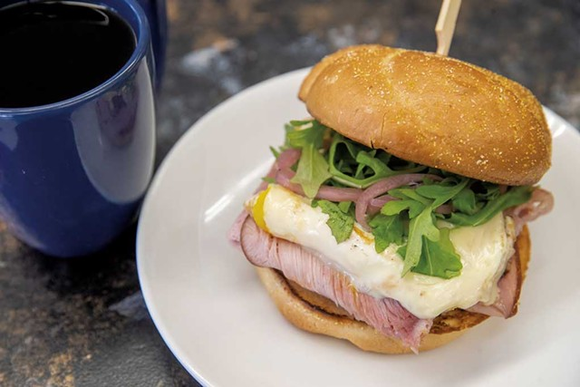 Breakfast sandwich with ham, arugula and pickled red onions - JAMES BUCK