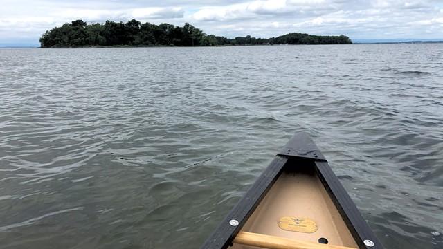 Canoeing to Burton Island - JORDAN BARRY ©️ SEVEN DAYS