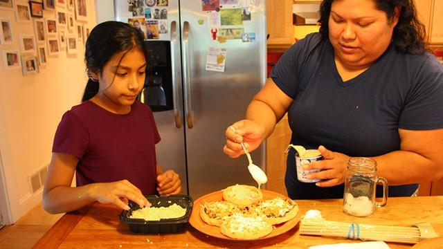 Magnolia González (right) and her daughter, Jossy, finishing pellizcadas - MELISSA PASANEN