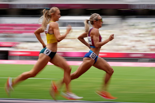Elle Purrier St. Pierre leading Jessica Hull of Australia in a heat of the 1,500-meter race in Tokyo on Monday - AP PHOTO/MATTHIAS SCHRADE
