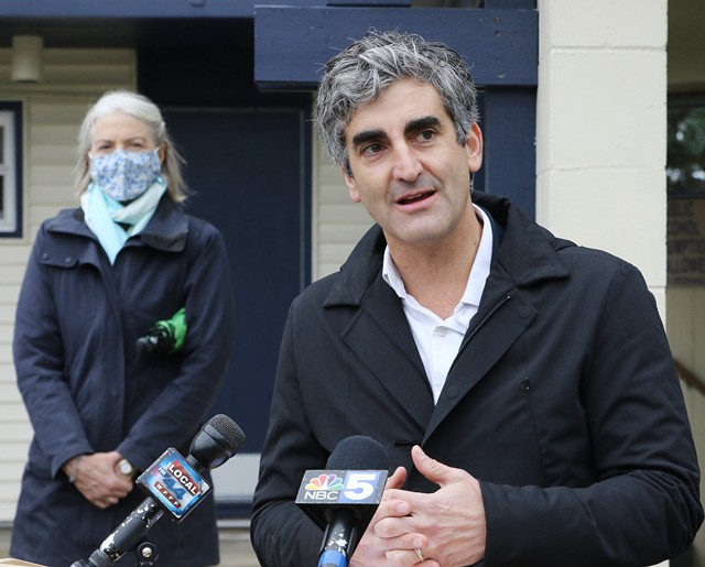 Mayor Miro Weinberger - FILE: COURTNEY LAMDIN ©️ SEVEN DAYS