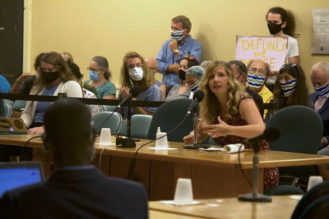 Amanda Skehan addressing the council - DEREK BROUWER ©️ SEVEN DAYS