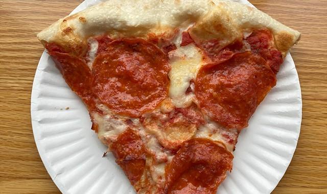 Manhattan Pizza & Pub - BRYAN PARMELEE ©️ SEVEN DAYS