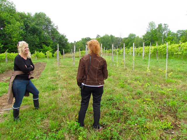Deirdre Heekin and Alice Feiring in the vineyards at La Garagista Farm and Winery - JULIA CLANCY