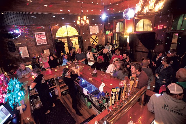 The bar at Windsor Station Restaurant & Barroom - TOM MCNEILL