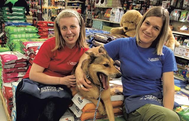 Alissa Kline, Kaia and Shana Mleko at Pet Food Warehouse - MATTHEW THORSEN