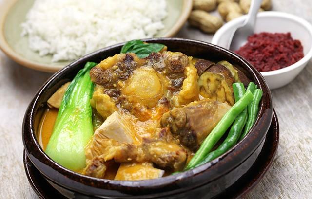 Kare-kare, Filipino oxtail stew - © PPY2010HA   DREAMSTIME