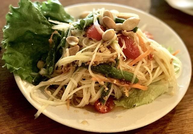 Papaya salad - SUZANNE PODHAIZER