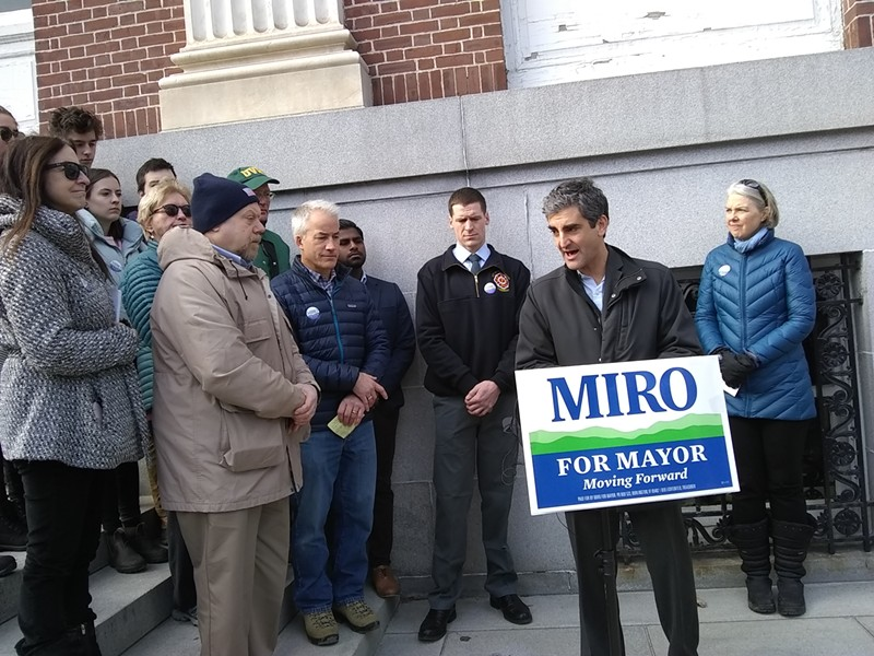 Mayor Miro Weinberger (second from right) - KATIE JICKLING
