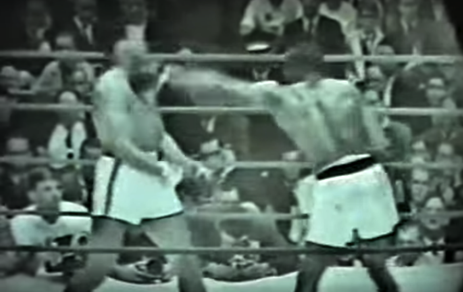 Liston lands a left to Clay's chin.