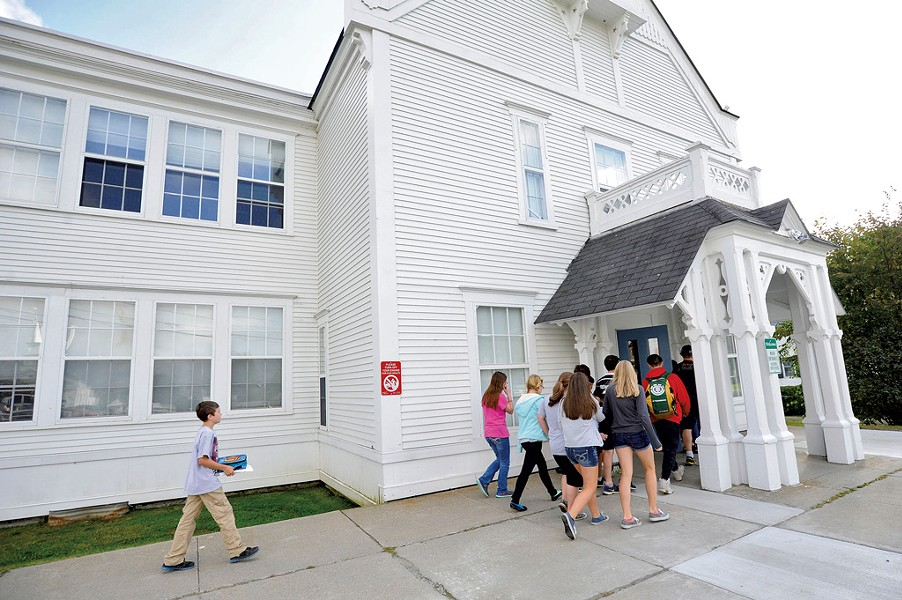 Students arriving at Craftsbury Academy - JEB WALLACE-BRODEUR