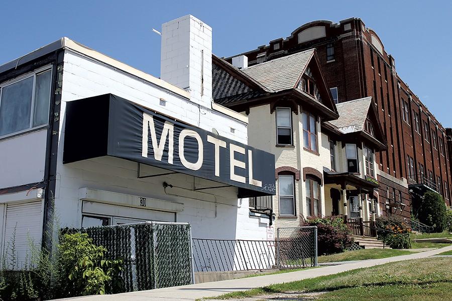 Midtown Motel on Burlington's Main Street - COURTNEY LAMDIN ©️ SEVEN DAYS