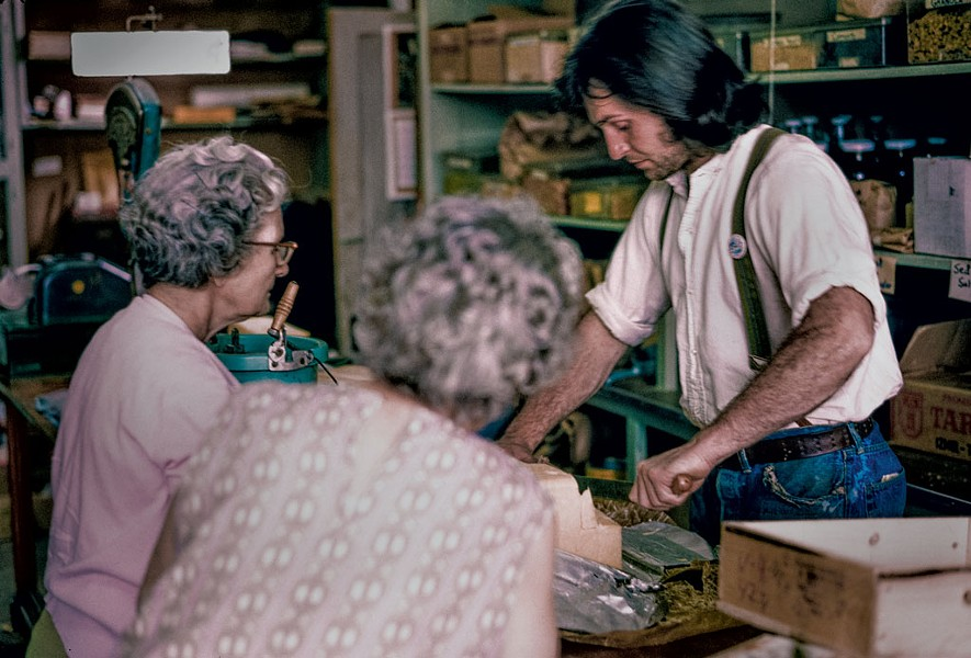 Mullein Hill resident Craig Neal and local women, Northeast Kingdom Co-op, Barton, 1973 - COURTESY OF FLETCHER OAKES/PUBLIC AFFAIRS