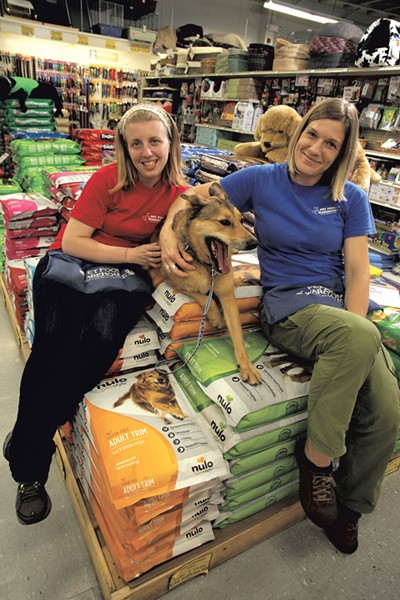 Alissa Kline, Kaia and Shana Mleko at Pet Food Warehouse - MATTHEW THORSEN