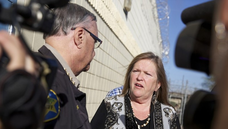 Jane Sanders and Maricopa County Sheriff Joe Arpaio at the jail