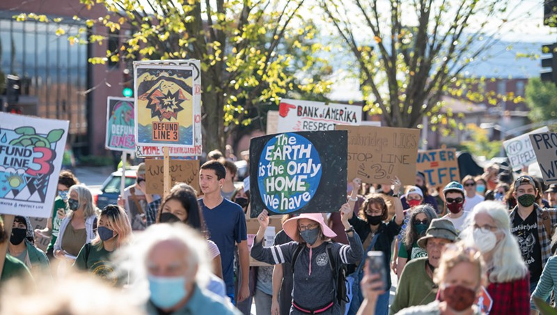 Marchers in Burlington Protest Oil Pipeline Expansion in Midwest