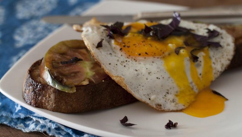 Bread, tomato, egg