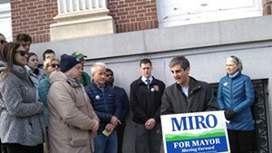 Mayor Miro Weinberger (second from right)