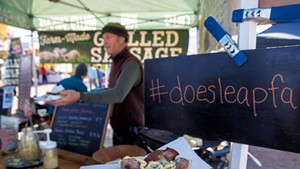 George van Vlaanderen serving a grilled sausage sandwich at the Doe's Leap Farm booth