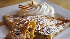 Apple crêpe at the Skinny Pancake