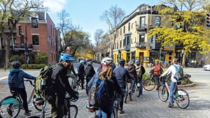The group stopping outside of Vélo Québec