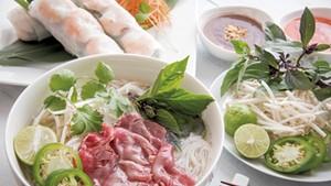 Pho tái and goi cuõn at Pho Son