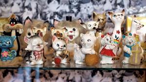 Cat figurines at Catland Vintage