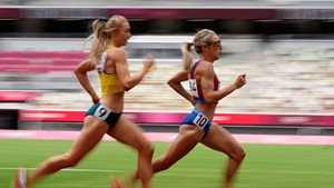 Elle Purrier St. Pierre leading Jessica Hull of Australia in a heat of the 1,500-meter race in Tokyo on Monday