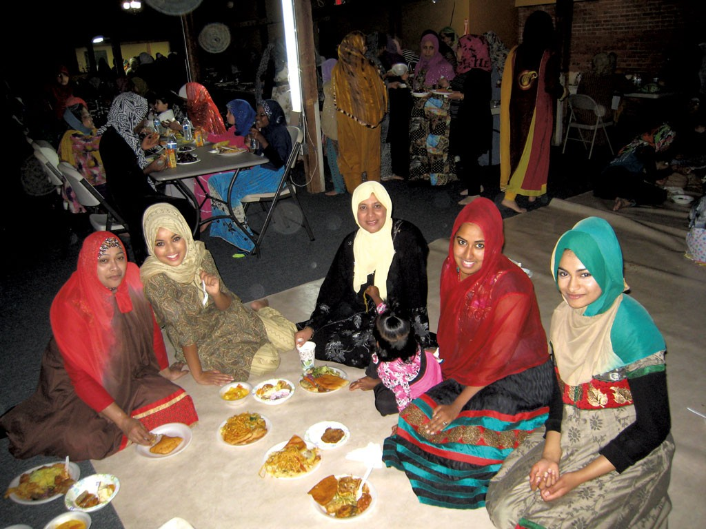Fathima Sameen (second from right) and her family - KYMELYA SARI