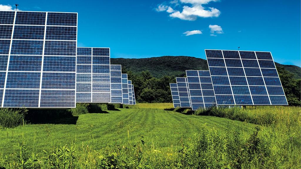 Solar panels - © DREAMSTIME.COM/SEAN REID