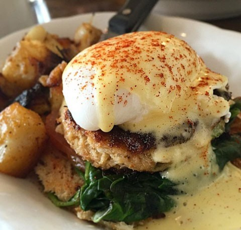 Crab cake Benedict - COURTESY OF SNEAKERS BISTRO & CAFÉ