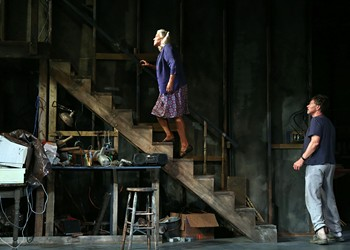 Theater Review: Sibs Tim and Tyne Daly Star in 'Downstairs'