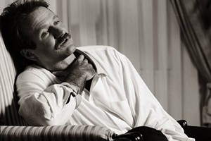 COURTESY OF WHITE RIVER GALLERY - Photograph of Robin Williams by Peter Cunningham