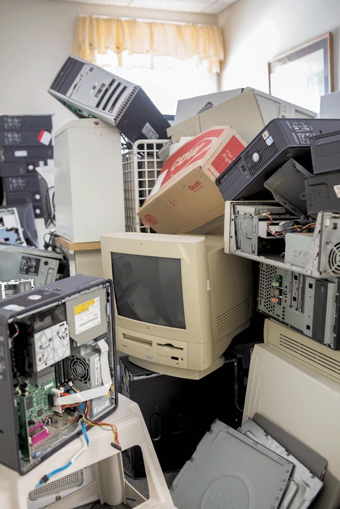 Unused computers - OLIVER PARINI