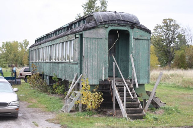 Wtf what 39 s up with that abandoned railroad car in grand for Railroad motor cars for sale