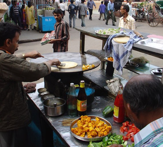 A kati-roll vendor in Kolkota. - AMANDERSON2/FLICKR