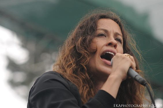 Alanis Morissette - EKAPHOTOGRAPHY COPYRIGHT 2009. ALL RIGHTS RESERVED