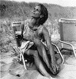 Amy Sedaris, beach-voguing.