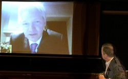 Assange via Skype with moderator Jack Shafer looking on - MATT SMITH