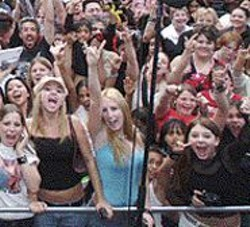 JEFF  PETERS - Avril Lavigne's fans and their strange choice of hand - signals.