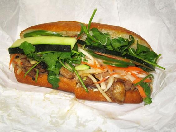 BBQ chicken sandwich - LUIS CHONG