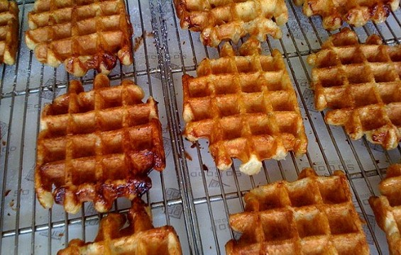 Belgian waffles at Grand Lake Farmer's Market in Oakland. - FLICKR/YUMMYPORKY