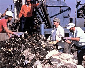 Bill Rathje (with hat and sunglasses) excavates the Sunnyvale Landfill in 1988
