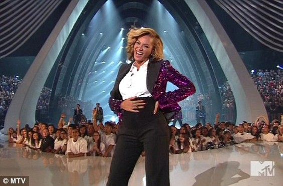 beyonce_preggers_mtv_photo.jpeg