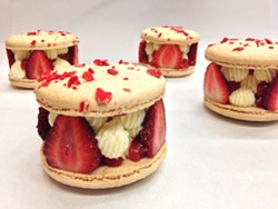 Champagne strawberry grand macaron - NAPOLEON'S