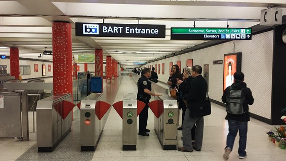 Commuters get bad news at Montgomery Street BART station - LAURA DUDNICK/SF EXAMINER