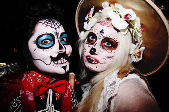 dia_de_los_muertos_celebration.4064050.36.jpg
